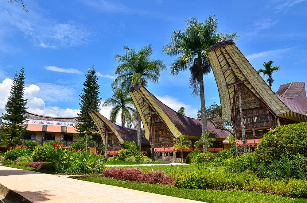 Tour_dei_Toraja_Masimiliana-Hotel_Tongkonan-Suite