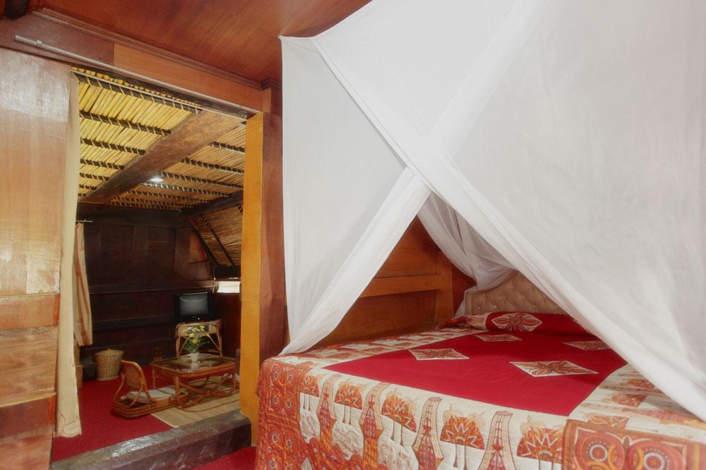 Tour_dei_Toraja_Masimiliana-Hotel_Tongkonan-Suite_Camera-Matrimoniale